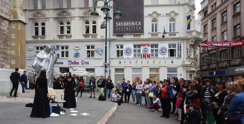 Street theater of the festival in front of the Cathedral. In the background the poster of the Srebenica exhibit. © Dagmar Schultz